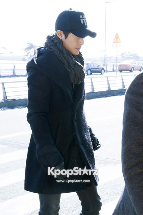 Airportfashionkimhyunjoongleavingto